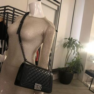 Auto CHANEL Black Lambskin Ruthenium Medium Boy